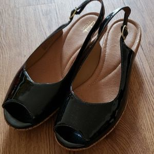 Nwob Clarks slingback small wedges